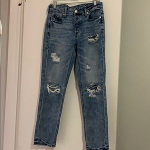 AE Tomgirl size 6 distressed jean